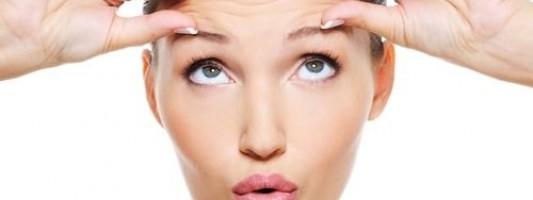 Τέσσερις συνήθειες που γερνάνε το δέρμα σας