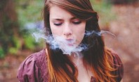 Καπνίζουν και πίνουν οι μαθητές