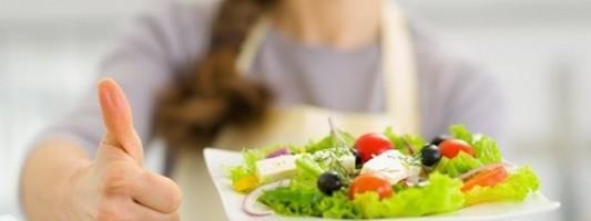 Να μασάτε αργά και να τρώτε δύο ώρες πριν από τον ύπνο