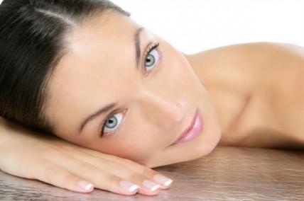 Πώς θα επανέλθει η λάμψη του δέρματος μετά τις διακοπές;