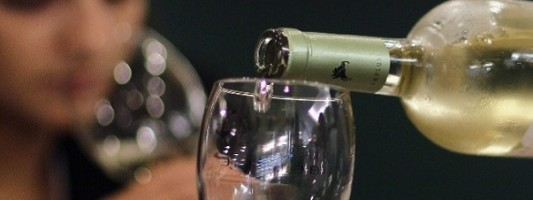 Αυξήθηκε η κατανάλωση αλκοόλ στην Ελλάδα την περίοδο της κρίσης