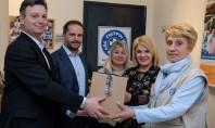 Pfizer Hellas: Στηρίζει τους «Γιατρούς του Κόσμου» για την εμβολιαστική κάλυψη παιδιών στην Β. Ελλάδα