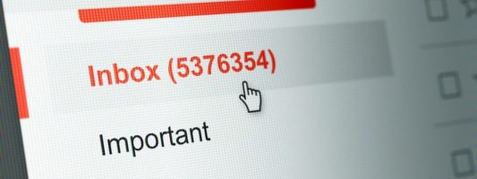 Δείτε τι προκαλεί ο τακτικός έλεγχος του ηλεκτρονικού ταχυδρομείου!