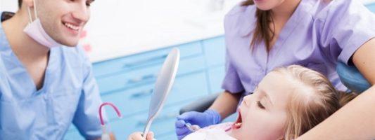 Η πρώτη επίσκεψη στον ορθοδοντικό πρέπει να γίνεται πριν από την ηλικία των 6 χρόνων
