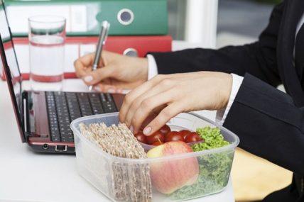 Τι σνακ να προτιμάτε στη δουλειά;