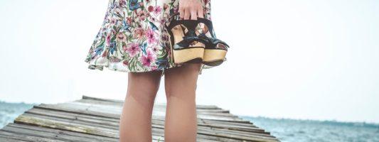 Από τι κινδυνεύουν οι γυναίκες που φορούν ψηλά τακούνια;