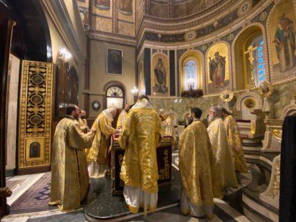 Το ΦΕΚ με τα μέτρα για τις γιορτές: Πότε και για πόσους θα είναι ανοιχτές οι εκκλησίες