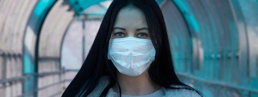 Kορoνοϊός: Πώς οι γυναίκες πολεμούν καλύτερα τον ϊό