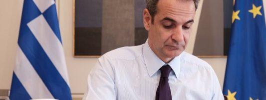 Κυβέρνηση: Δεν υπάρχει λόγος να μπει σε καραντίνα ο πρωθυπουργός λόγω της συνάντησης με Ιερώνυμο