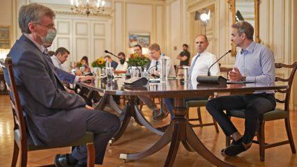Κορονοϊός: Σύσκεψη υπό τον πρωθυπουργό για το εμβόλιο και την επιχείρηση «Ελευθερία»