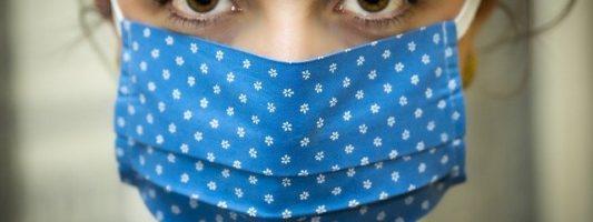 Ακμή: Πώς να αποφύγετε τις εξάρσεις λόγω μάσκας