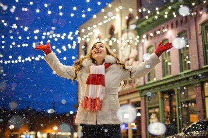 Κορονοϊός – Χριστούγεννα: Οι ημερομηνίες – κλειδιά για σχολεία, εστίαση, λιανεμπόριο
