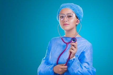 Επιστράτευση γιατρών: Στα νοσοκομεία της Αττικής από σήμερα 206 ιδιώτες