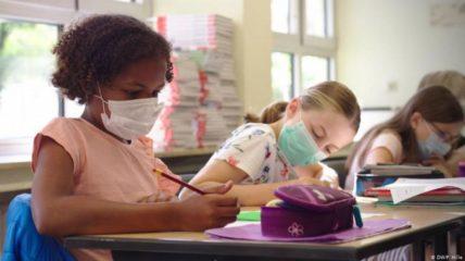 Σχολεία: Με ποια μέτρα προστασίας θα λειτουργήσουν τα νηπιαγωγεία, Δημοτικά στις 11 Ιανουαρίου