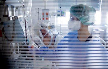 Κορονοϊός: Συναγερμός για τις μεταλλάξεις του ιού και τη μείωση των εμβολιασμών στην ΕΕ