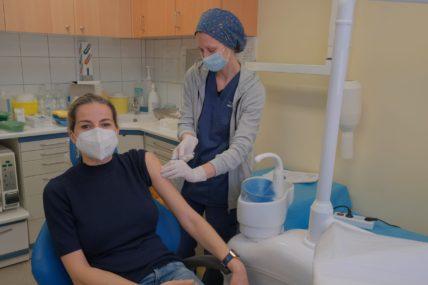 Κορονοϊός: Ξεκινά σήμερα ο εμβολιασμός και για τους ιδιώτες γιατρούς
