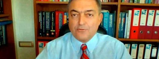 Βασιλακόπουλος: Εξαιρετικά σπάνιες οι θρομβώσεις λόγω εμβολίων