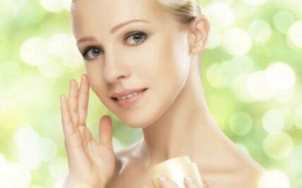 Πώς θα «επαναφέρετε» ανώδυνα το δέρμα σας μετά το καλοκαίρι